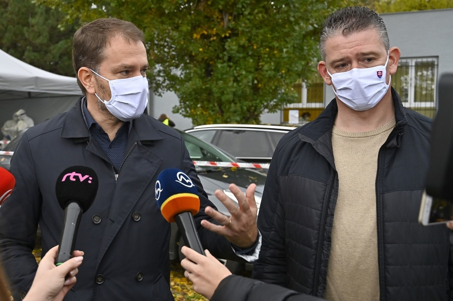 Premiér Igor Matovič (vľavo)