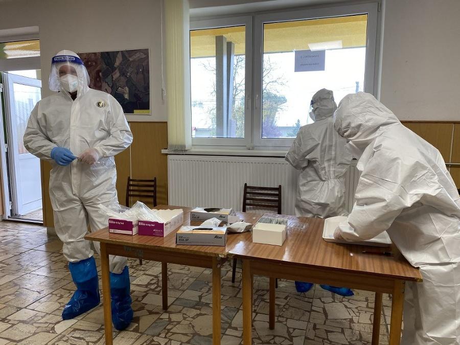 Zdravotný personál počas testovania