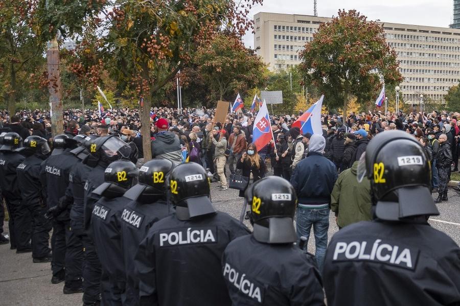 Na mieste demonštrácie museli