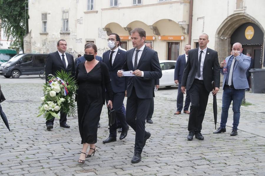 Matovič prichádza na pohreb.