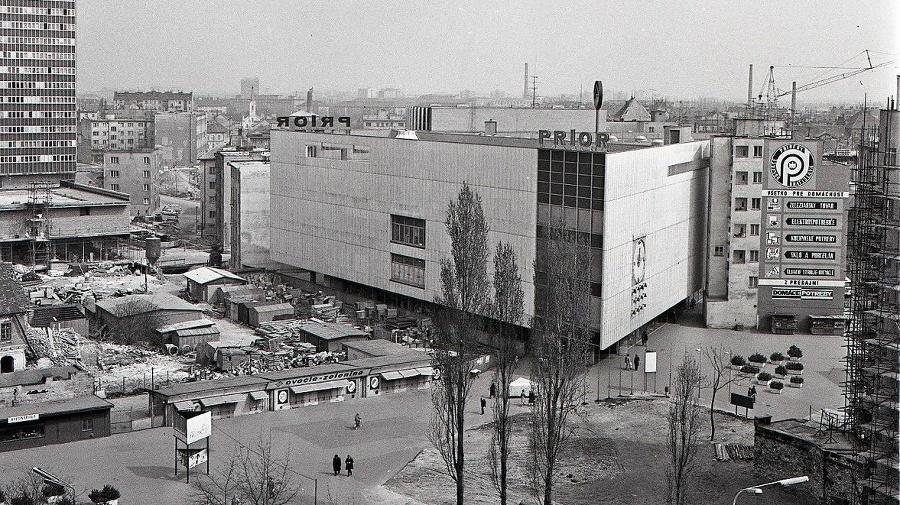 1973 - Obchodný dom