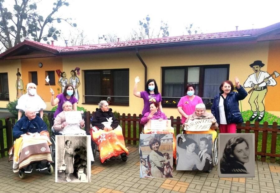 Improvizované oslavy si seniori