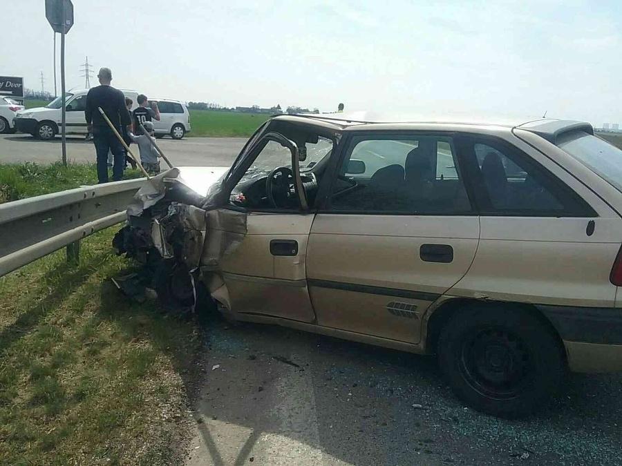 Dopravná nehoda troch vozidiel