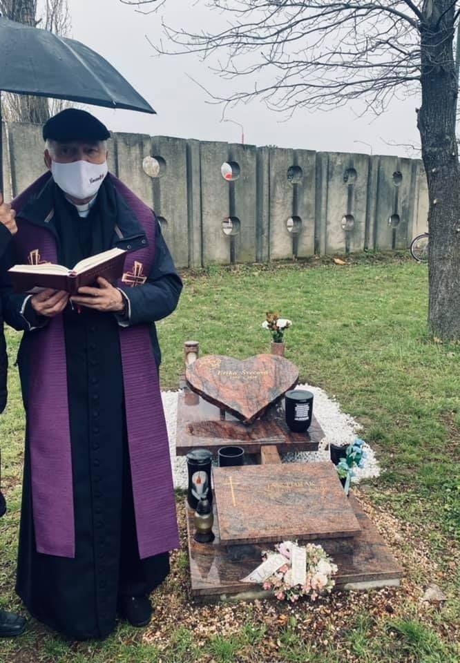 Pohreb Eriky.
