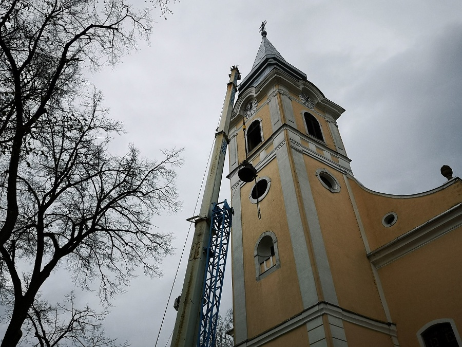 Zvon putoval vo februári