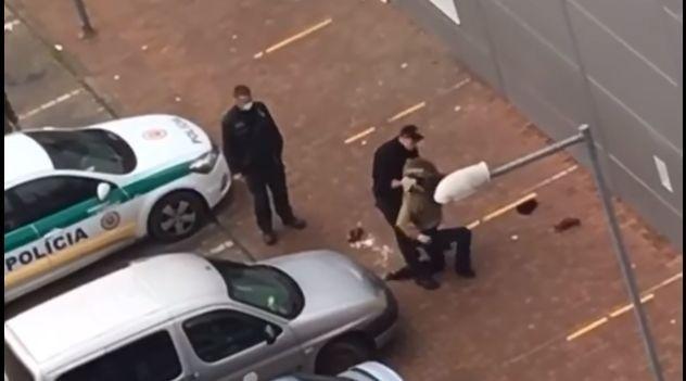 Zákrok policajta bol zaznamenaný