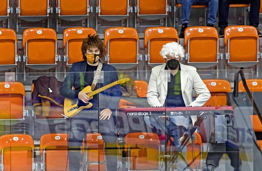 Gitarista Miro a klávesák