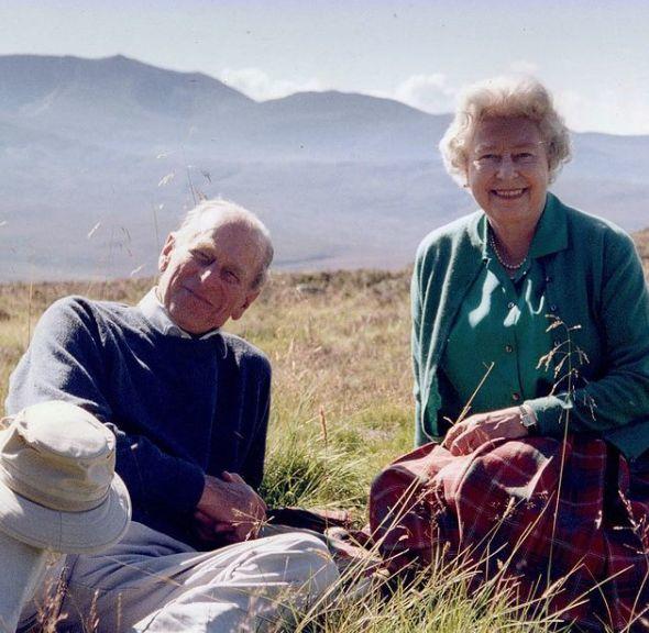 Kráľovná s manželom na