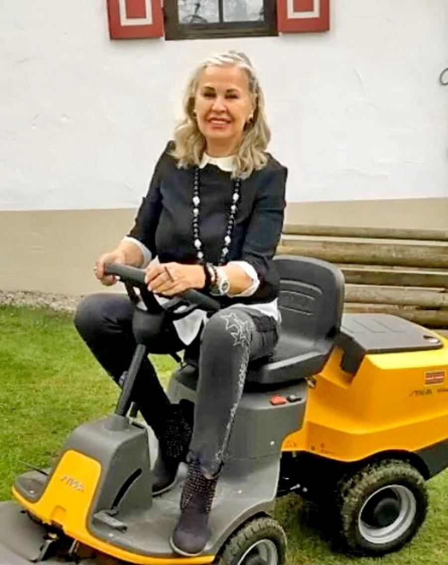 Eva Máziková (71)