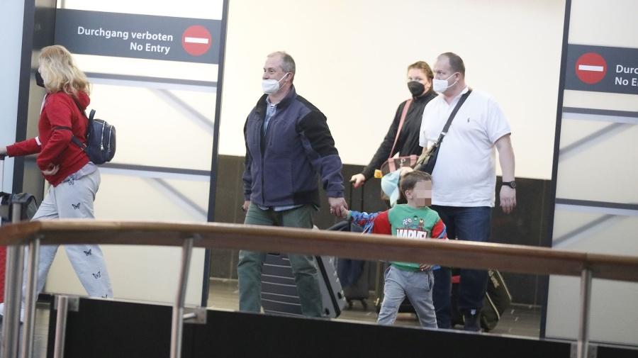 Marian Kotleba na letisku