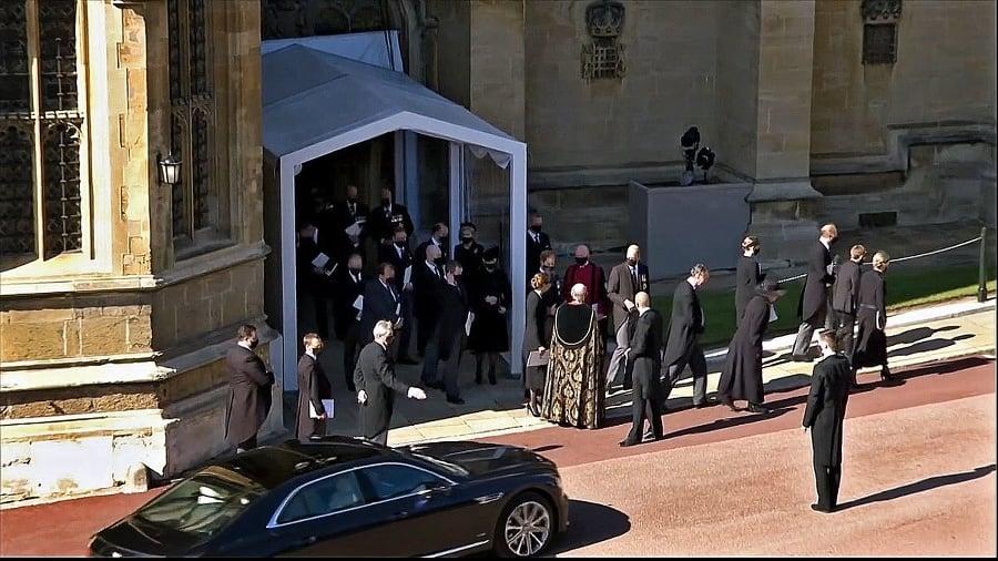 Princ poslal gestom ruky