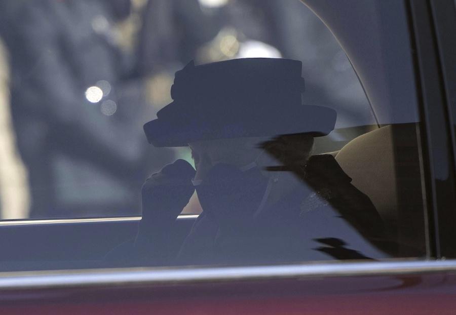 Kráľovná v limuzíne.