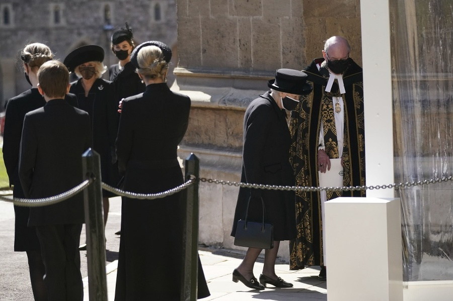 Pohreb princa Philipa. Kráľovná