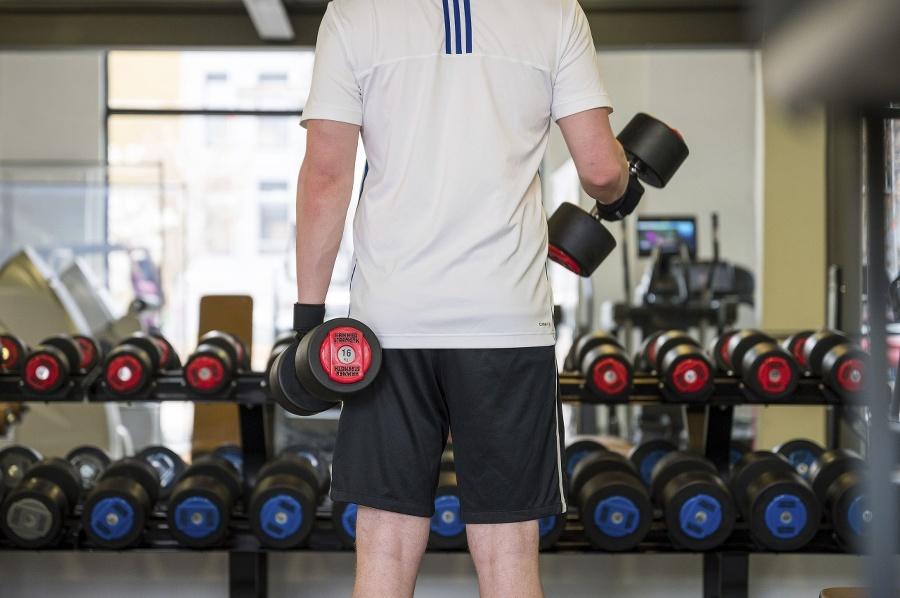 Na znovuotvorenie fitnescentier si