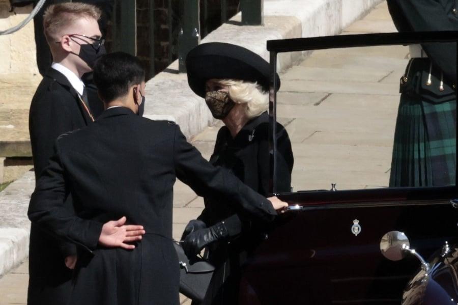 Vojvodkyňa Camilla pri príchode