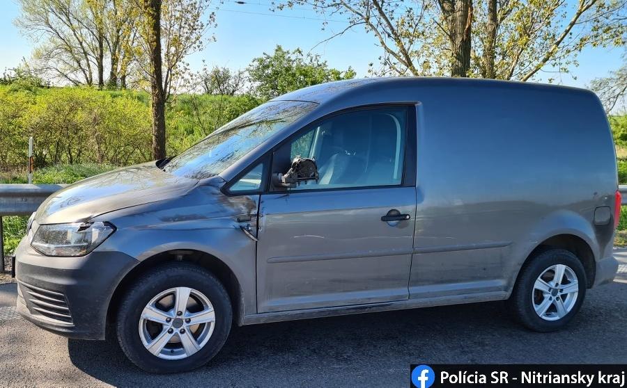 Medzi Úľanmi nad Žitavou a Šuranmi v novozámockom okrese došlo k dopravnej nehode, ktorej následky sú tragické.