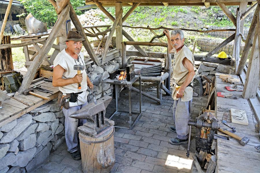 Kováči: Návštevníci mohli na hrade vidieť i prácu kováčov.