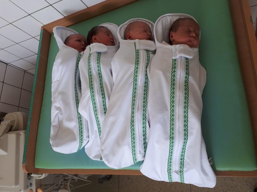 V skalickej pôrodnici zavinujú bábätká moderne, ale v duchu skúsenosti starých mám a tradícií.