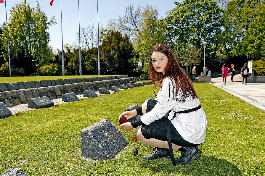Dominika (23) pricestovala zo stredného Slovenska navštívila Slavín.