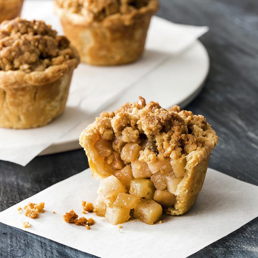 Muffiny s hruškovým kompótom a posýpkou