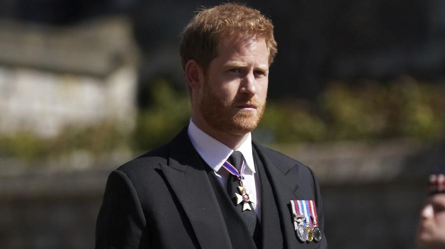 Princ Harry počas pohrebu