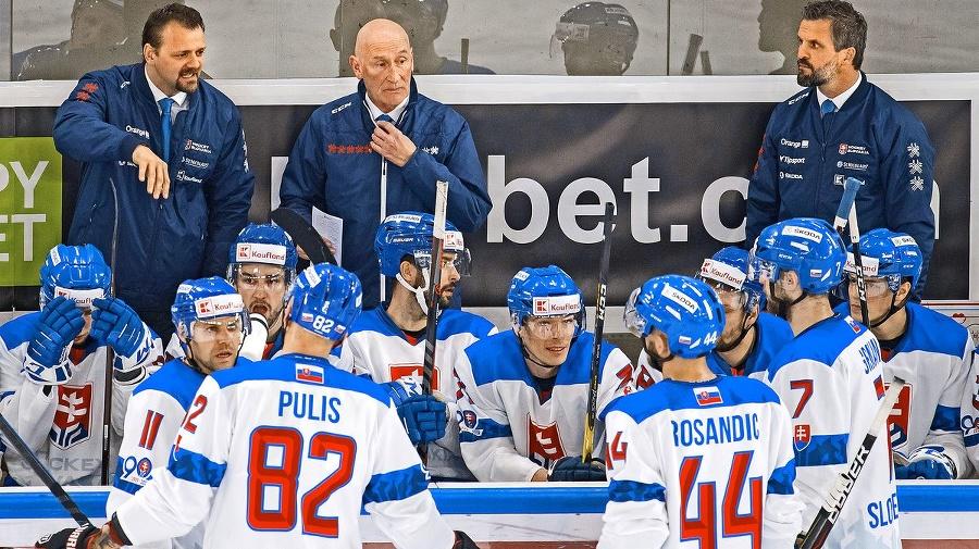 Slovenských hokejistov čaká úvodný