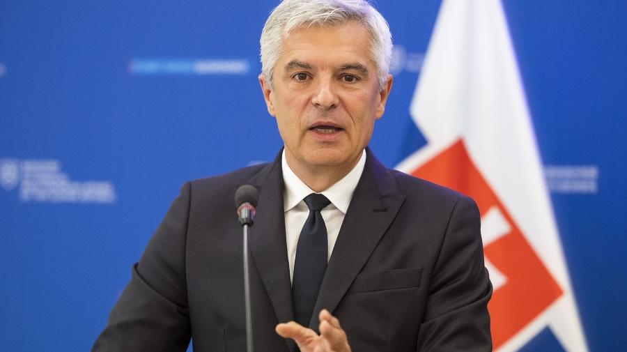 Na snímke minister zahraničných