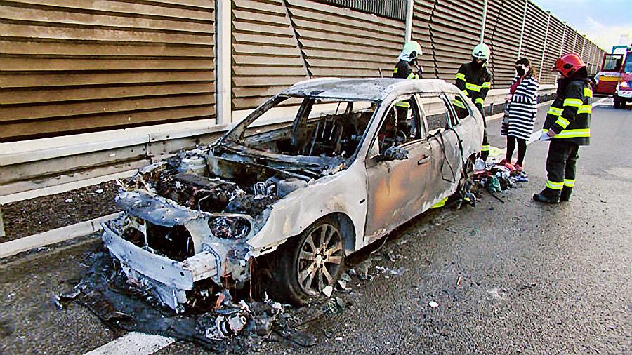 Vozidlo rodiny zhorelo do
