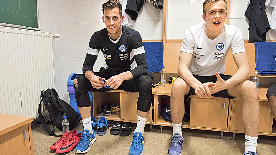 Dvaja slovenskí brankári v