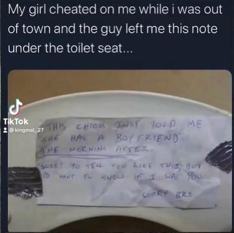 Muž si našiel tajný odkaz pod záchodovou doskou od chlapa, ktorý sa vyspal s jeho priateľkou.