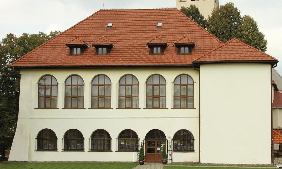 Jediným zachovaným objektom z pôvodného hradu je kaštieľ.
