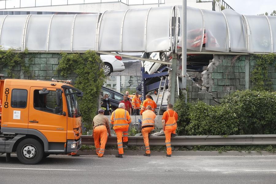 Nehoda na diaľnici D1 v Petržalke ochromila dopravu v Bratislave.