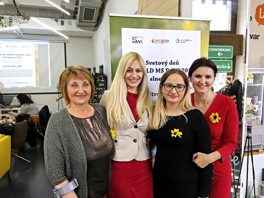 Pomáhajú: (zľava) prezidentka Slovenského