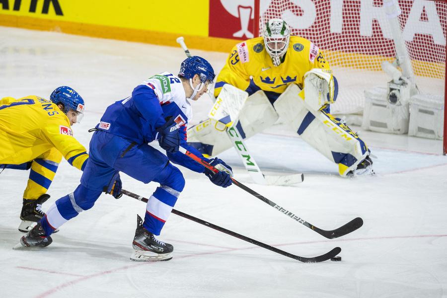Na snímke zľava Henrik