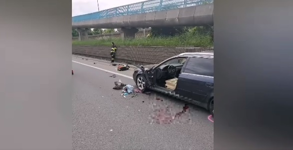 Vodič utrpel viaceré zranenia a z miesta nehody ho záchranári transportovali letecky do nemocnice.