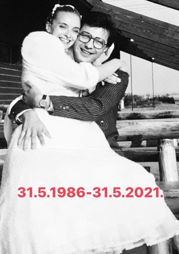 1986 - Herečka sa pochválila krásnou svadobnou fotkou.