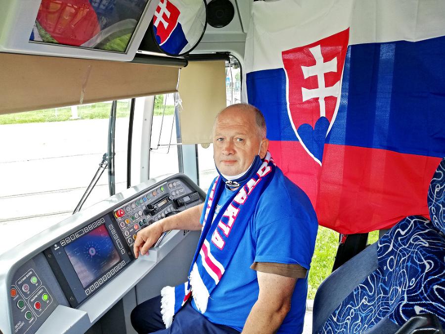 Fanúšikom nášho tímu je aj vodič električky Peter.