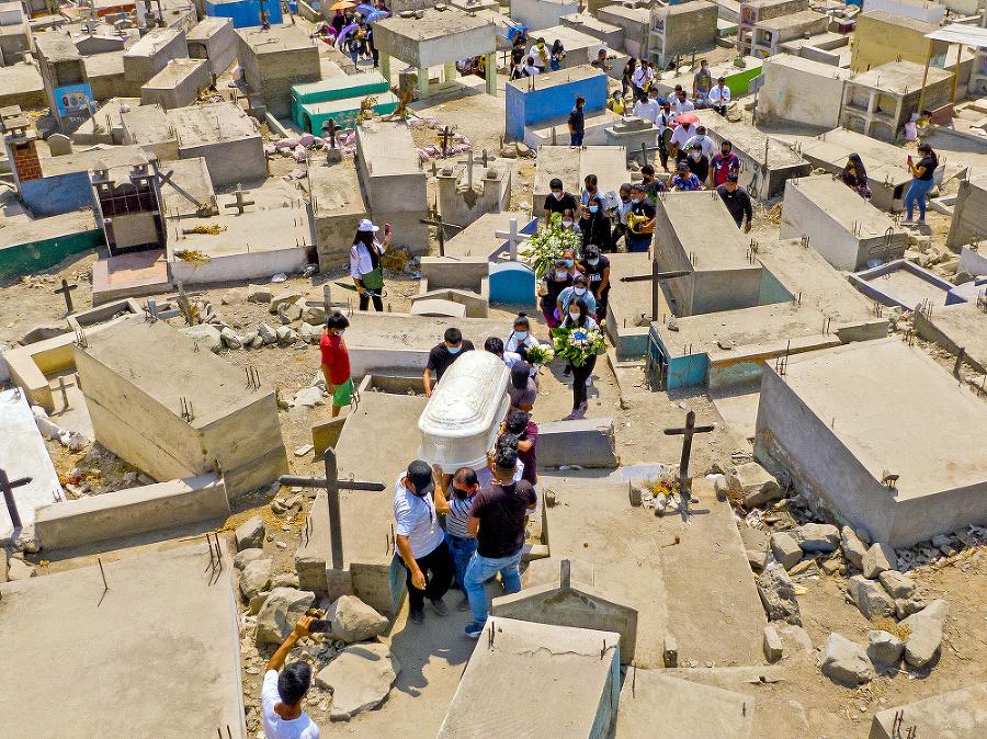 Peru - Štát eviduje viac ako 180-tisíc obetí.