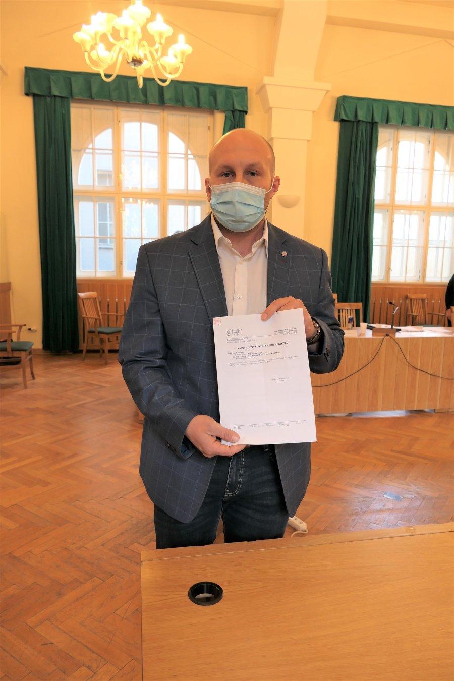 Podnet na starostu podal poslanec Djordjevič ešte na májovom zastupiteľstve.