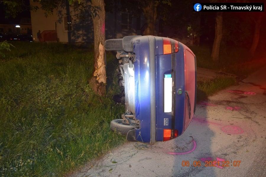 Hasiči zasahovali pri dopravnej nehode v Skalici.