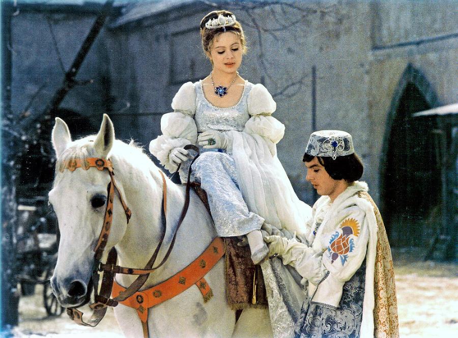 Umelkyňa stvárnila ikonicku postavu v rozprávke Tri oriešky pre Popolušku po boku Pavla Trávníčka.