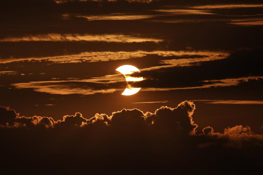 Zatmenie Slnka pozorovalo množstvo