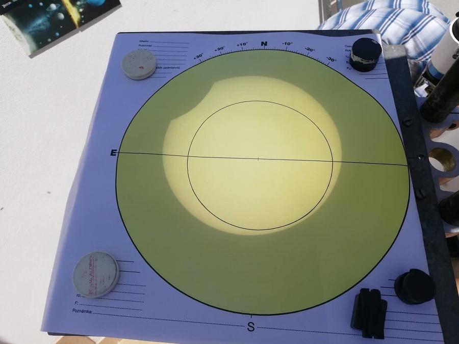 Čiastočné zatmenie Slnka pozorovali aj vo Hvezdárni a planetáriu M. R. Štefánika v Hlohovci.
