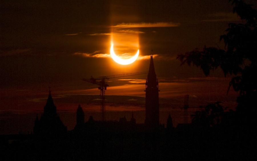 Prstencové zatmenie Slnka na