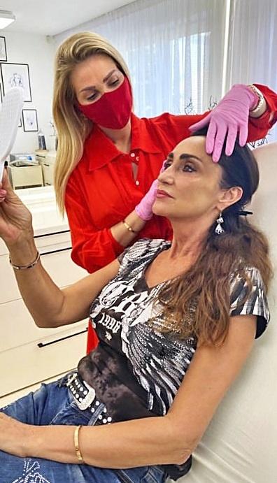 Sisa bola riešiť pokožku tváre.
