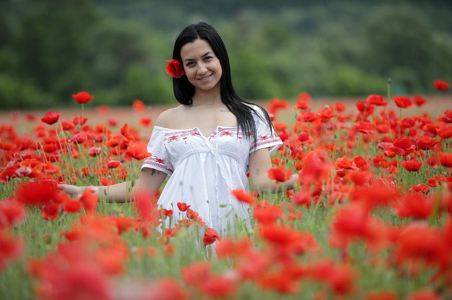 Patrícia (27) obdivuje záplavu kvetov na