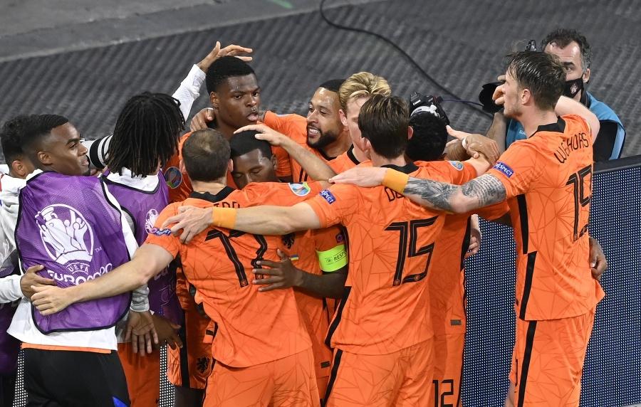 Hráči Holandska sa tešia