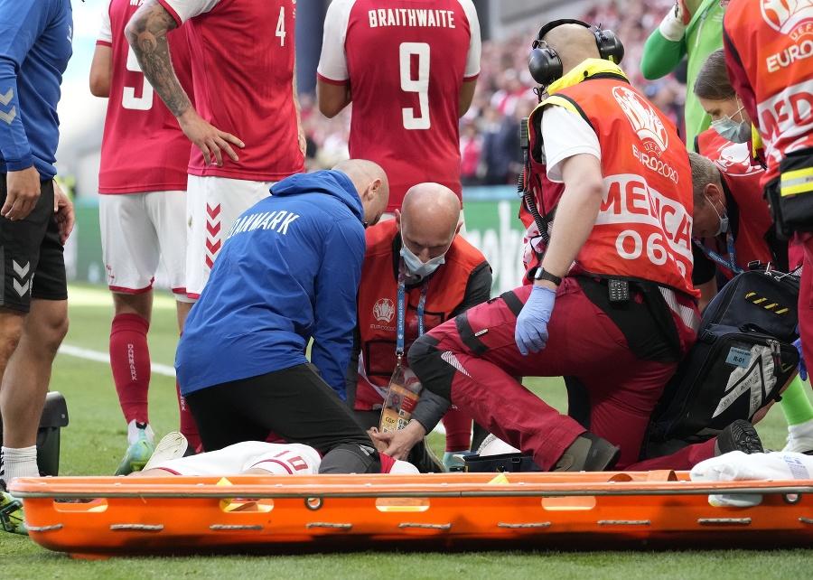 Záchranári oživujú dánskeho futbalistu