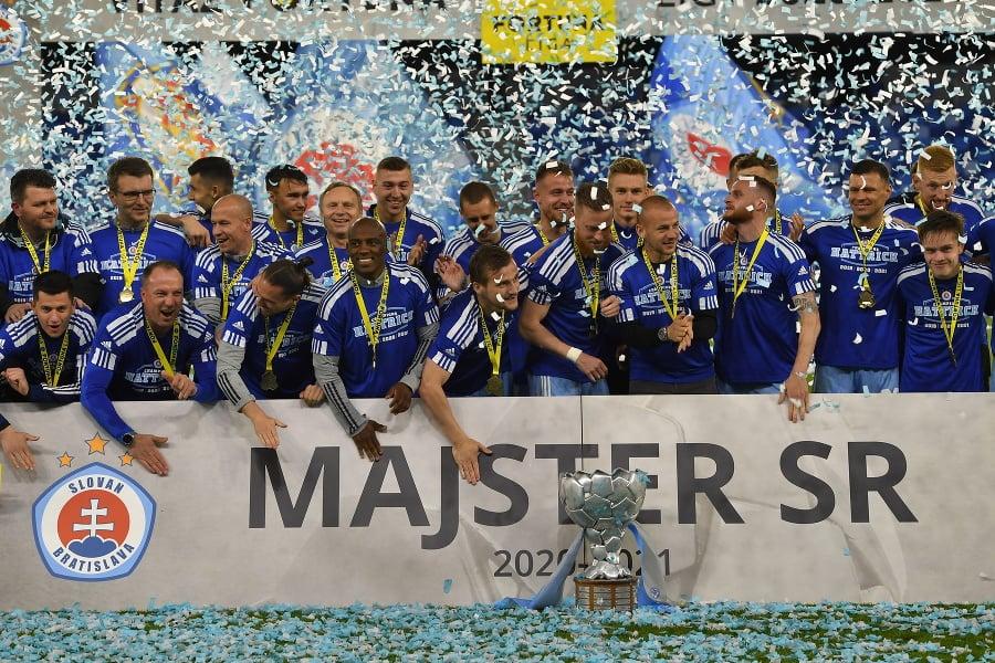 Slovan Bratislava oslavuje titul.