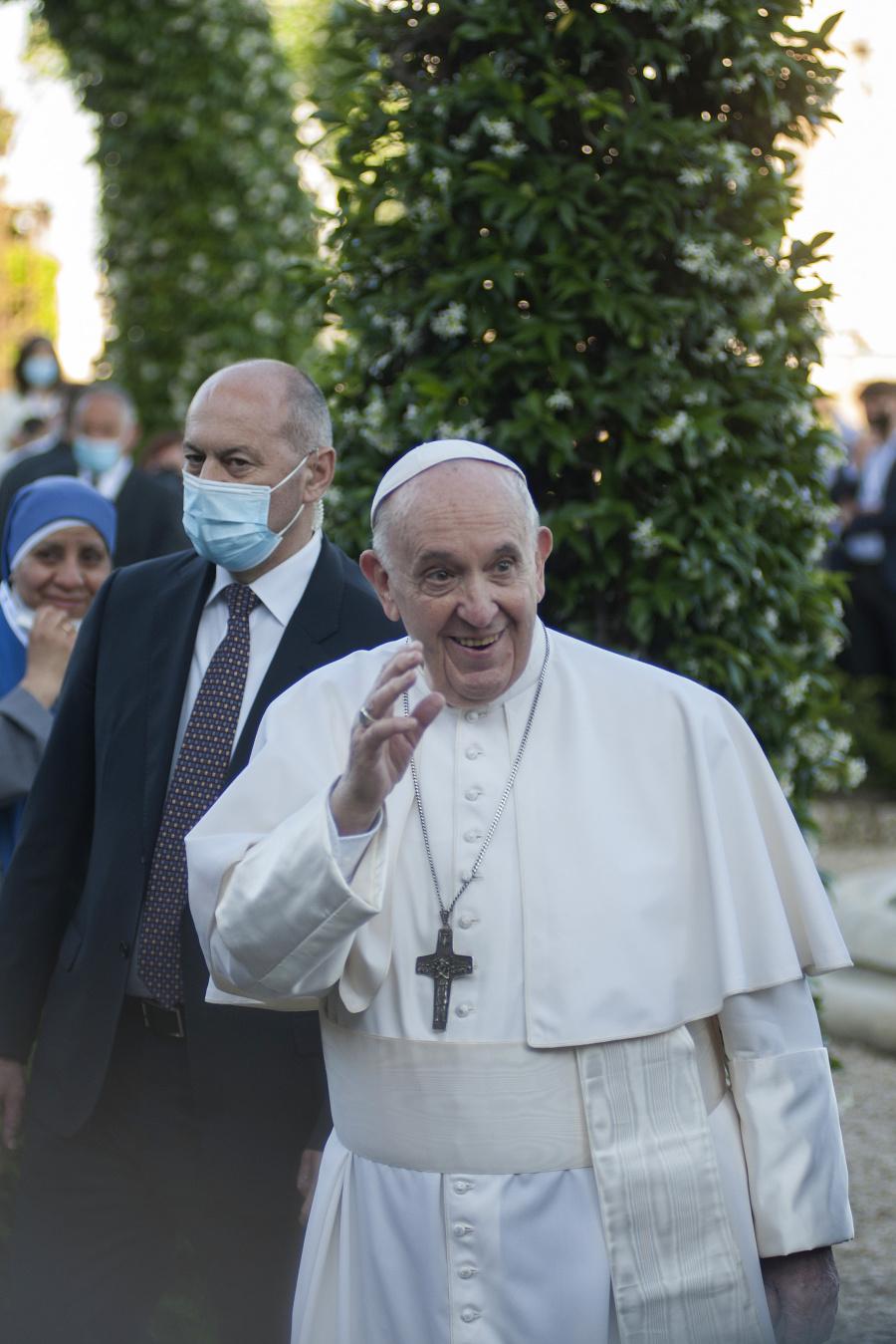 Pápež František má v úmysle